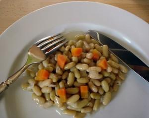 Les flageolets cuisinés avec des oignons et des carottes